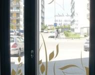 Vitrininių langų dizainas gamyba klijavimas Karalaitė S REKLAMA 190x150 Vitrinų apipavidalinimas